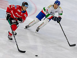 12.04.2018, Tiroler Wasserkraft Arena, Innsbruck, AUT, Eishockey Testspiel, Österreich vs Italien, während dem Eishockey Testspiel Österreich vs Italien am Donnerstag, 12. April 2018 in Innsbruck, im Bild v.l.: Daniel Ban (AUT) und Riccardo Lacedelli (ITA) // during the International Icehockey Friendly match between Austria and Italy at the Tiroler Wasserkraft Arena in Innsbruck, Austria on 2018/04/12. EXPA Pictures © 2018, PhotoCredit: EXPA/ Jakob Gruber