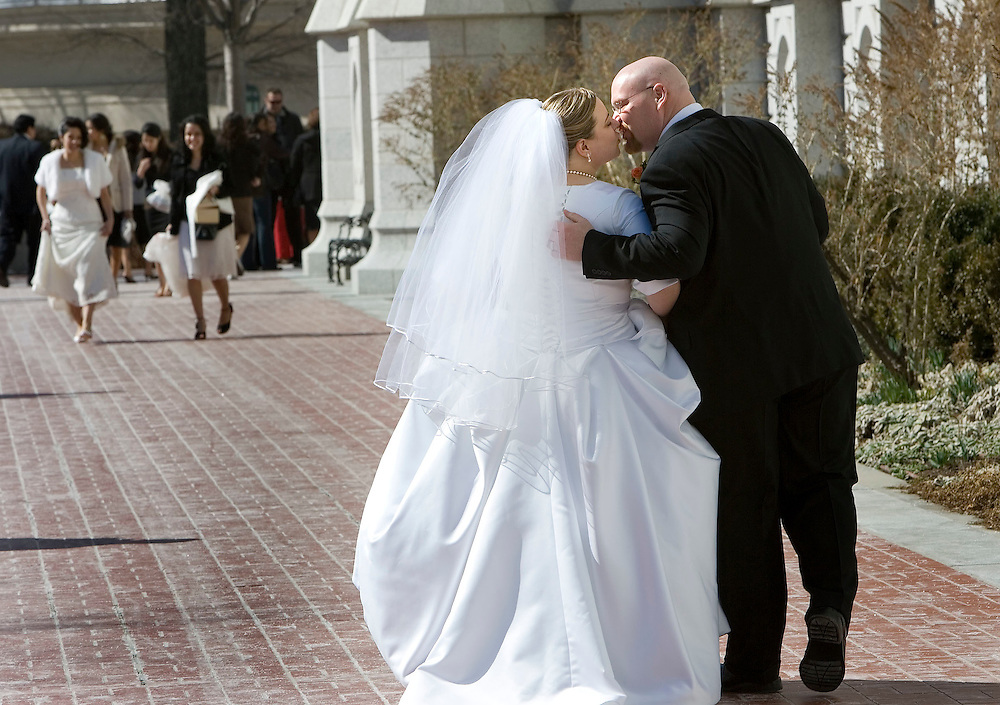 THIS IS FOR SERIES SINGLE IN UTAH---Amy Holwege and here newlywed husband Shane Bonella kiss as they walk around the side of the Temple to get their photos taken by Mike Rose of Orem after they were married in the Salt Lake LDS Temple in Salt Lake City, Utah on Saturday March 3, 2007. August Miller/Deseret Morning News