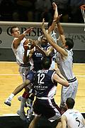 DESCRIZIONE : Bologna Lega A1 2006-07 Playoff Quarti di Finale Gara 5 VidiVici Virtus Bologna Angelico Biella <br /> GIOCATORE : Penetrazione Palleggiatore Triplicato<br /> SQUADRA : Angelico Biella <br /> EVENTO : Campionato Lega A1 2006-2007 Playoff Quarti di Finale Gara 5 <br /> GARA : VidiVici Virtus Bologna Angelico Biella <br /> DATA : 27/05/2007 <br /> CATEGORIA : <br /> SPORT : Pallacanestro <br /> AUTORE : Agenzia Ciamillo-Castoria/G.Ciamillo