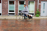 In Utrecht rijden fietsers door de regen.<br /> <br /> In Utrecht cyclists are riding in the rain.