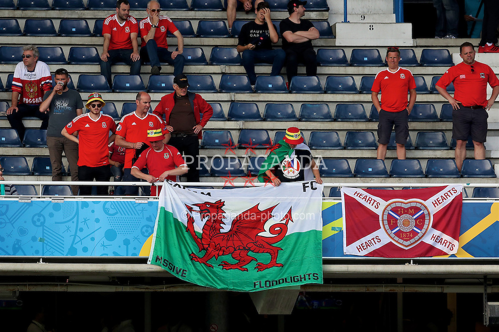TOULOUSE, FRANCE - Monday, June 20, 2016: Wales supporters put up their banner before the final Group B UEFA Euro 2016 Championship match against Russia at Stadium de Toulouse. (Pic by David Rawcliffe/Propaganda)