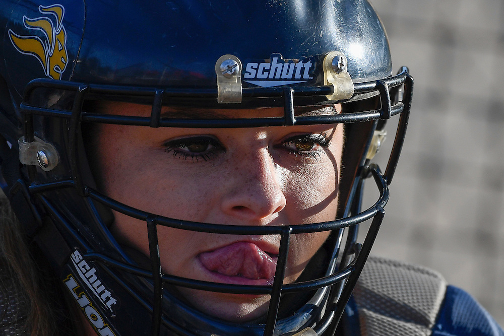 04-11-16 16:27:45 -- Softball, Alan Hancock  v. Vanguard College,  Fullton College, Fullton, CA<br /> <br /> Photo by Erwin Otten, Sports Shooter Academy 2016