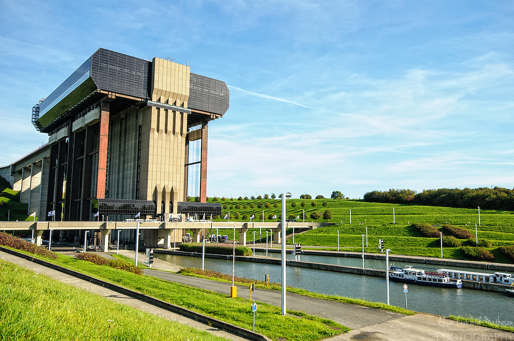 Strépy-Thieu, the World's Tallest Boat Lift in Hainault, Belgium For more information, please visit: http://cheeseweb.eu/2014/11/visiting-strepythieu-historic-boat-lifts-hainaut-belgium/