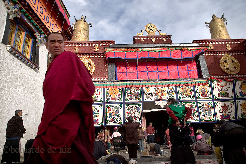 A tibetan monk pass trough the Jokhang temple, downtown Lasa during the celebrations of Tibetan New Year, in Lasa. Tibet, China/Feb. 22, 2007.