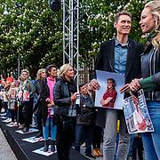 NLD/Den Bosch/20190515 - Nederland staat op tegen Kanker 2019, lint door Den Bosch beginnend bij Nicolette Kluijver