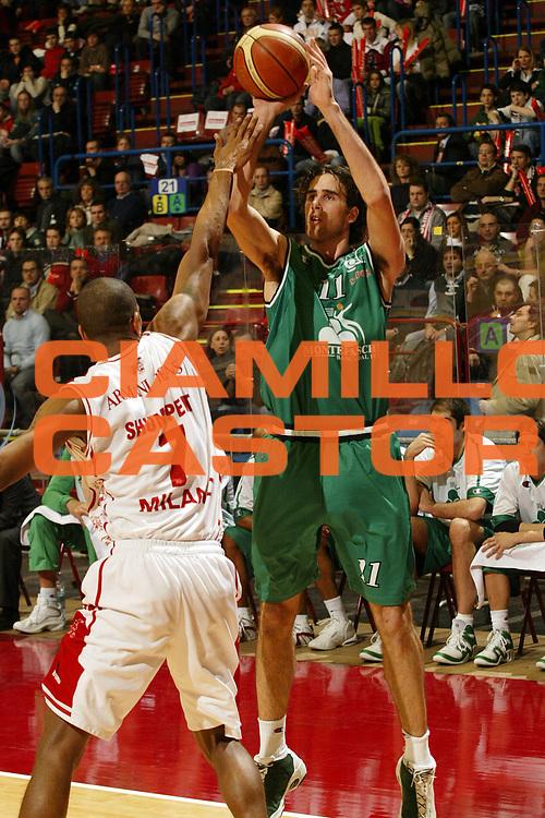 DESCRIZIONE : Milano Campionato Italiano Lega A1 2005-06 Armani Jeans Milano Montepaschi Siena<br /> GIOCATORE : Datome<br /> SQUADRA : Montepaschi Siena <br /> EVENTO : Campionato Lega A1 2005-2006<br /> GARA : Armani Jeans Milano Montepaschi Siena<br /> DATA : 18/03/2006<br /> CATEGORIA : Tiro<br /> SPORT : Pallacanestro<br /> AUTORE : Agenzia Ciamillo-Castoria/E.Pozzo