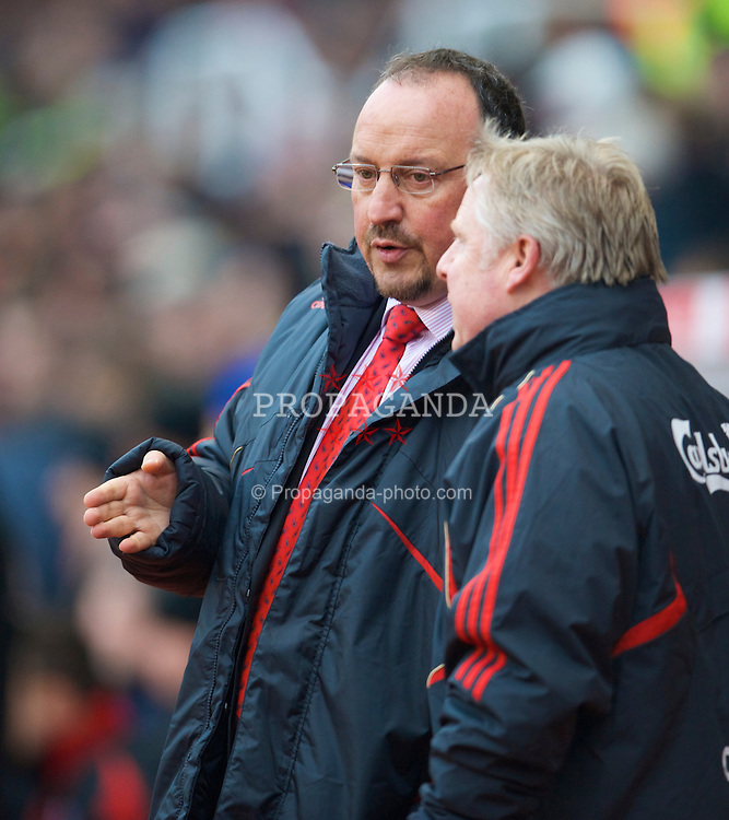 STOKE, ENGLAND - Saturday, January 16, 2010: Liverpool's manager Rafael Benitez and assistant manager Sammy Lee during the Premiership match against Stoke City at the Britannia Stadium. (Photo by David Rawcliffe/Propaganda)