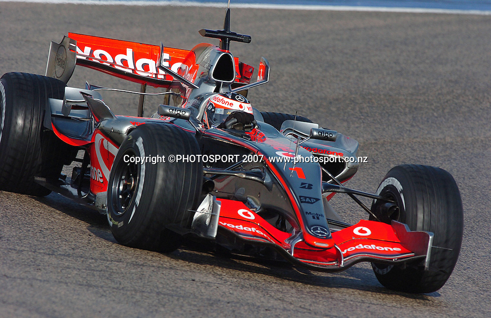 31 JANUARY 2007: Fernando Alonso in action driving the McLaren Mercedes in Valencia.<br /> <br />  - 31. Januar 2007 - 31.01.2007: Formel 1 Testfahrten in Spanien, Valencia  - Circuit Ricardo Tormo - CREDIT PHOTO:  &copy;ATP / GLENN CAMPBELL