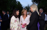 Kimberley Quinn, Sarah Standing and Pandora Delavigne. Cartier dinner after thecharity preview of the Chelsea Flower show. Chelsea Physic Garden. 23 May 2005. ONE TIME USE ONLY - DO NOT ARCHIVE  © Copyright Photograph by Dafydd Jones 66 Stockwell Park Rd. London SW9 0DA Tel 020 7733 0108 www.dafjones.com