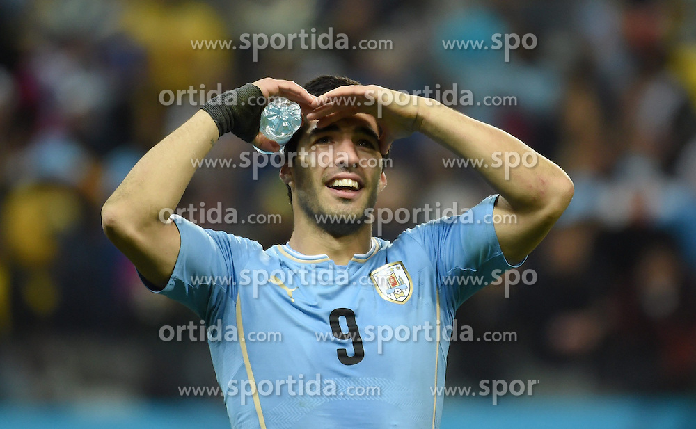 19.06.2014, Arena de Sao Paulo, Sao Paulo, BRA, FIFA WM, Uruguay vs England, Gruppe D, im Bild Uruguay's Luis Suarez celebrates for his second goal // during Group D match between Uruguay and England of the FIFA Worldcup Brasil 2014 at the Arena de Sao Paulo in Sao Paulo, Brazil on 2014/06/19. EXPA Pictures &copy; 2014, PhotoCredit: EXPA/ Photoshot/ Li Ga<br /> <br /> *****ATTENTION - for AUT, SLO, CRO, SRB, BIH, MAZ only*****