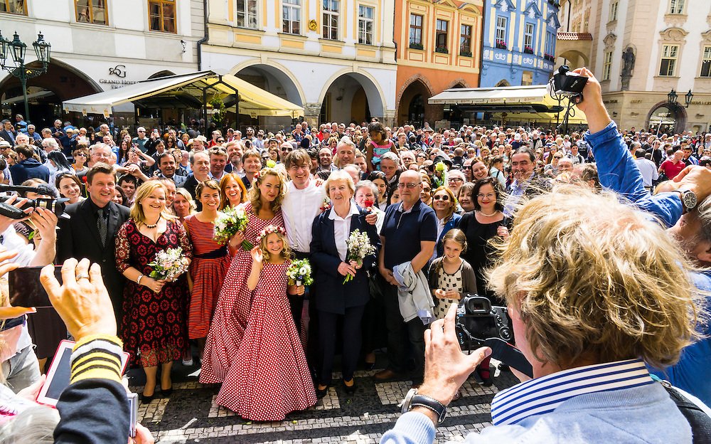 A family wedding cheered by hundreds of tourists gathered near the Astronimical Clock.