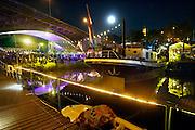 Nederland, The Netherlands, Nijmegen 19-7-2016Recreatie, ontspanning, cultuur, dans, theater en muziek in de binnenstad. Cultuurfestival de Kaaij, kaai is een van de tientallen feestlocaties in de stad. Onlosmakelijk met de vierdaagse, 4daagse, zijn in Nijmegen de vierdaagse feesten, de zomerfeesten. Talrijke podia staat een keur aan artiesten, voor elk wat wils. Een week lang elke avond komen ruim honderdduizend bezoekers naar de stad. De politie heeft inmiddels grote ervaring met het spreiden van de mensen, het zgn. crowd control. De vierdaagsefeesten zijn het grootste evenement van Nederland en verbonden met de wandelvierdaagse.Foto: Flip Franssen