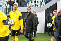 24.02.2015, Veltins Arena, Turin, ITA, UEFA CL, Juventus Turin vs Borussia Dortmund, Achtelfinale, Hinspiel, im Bild l-r: Pierre-Emerick Aubameyang #17 (Borussia Dortmund) und Chef-Trainer Juergen Klopp (Borussia Dortmund) kommen aus der Kabine // during the UEFA Champions League Round of 16, 1st Leg match between between Juventus Turin and Borussia Dortmund at the Veltins Arena in Turin, Italy on 2015/02/24. EXPA Pictures © 2015, PhotoCredit: EXPA/ Eibner-Pressefoto/ Kolbert<br /> <br /> *****ATTENTION - OUT of GER*****