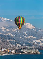 05.02.2018, Zell am See - Kaprun, AUT, BalloonAlps, im Bild ein Heissluftballon über den Zeller See // a Hot air balloon over the Zeller lake during the International Balloonalps Week, Zell am See Kaprun, Austria on 2018/02/05. EXPA Pictures © 2018, PhotoCredit: EXPA/ JFK
