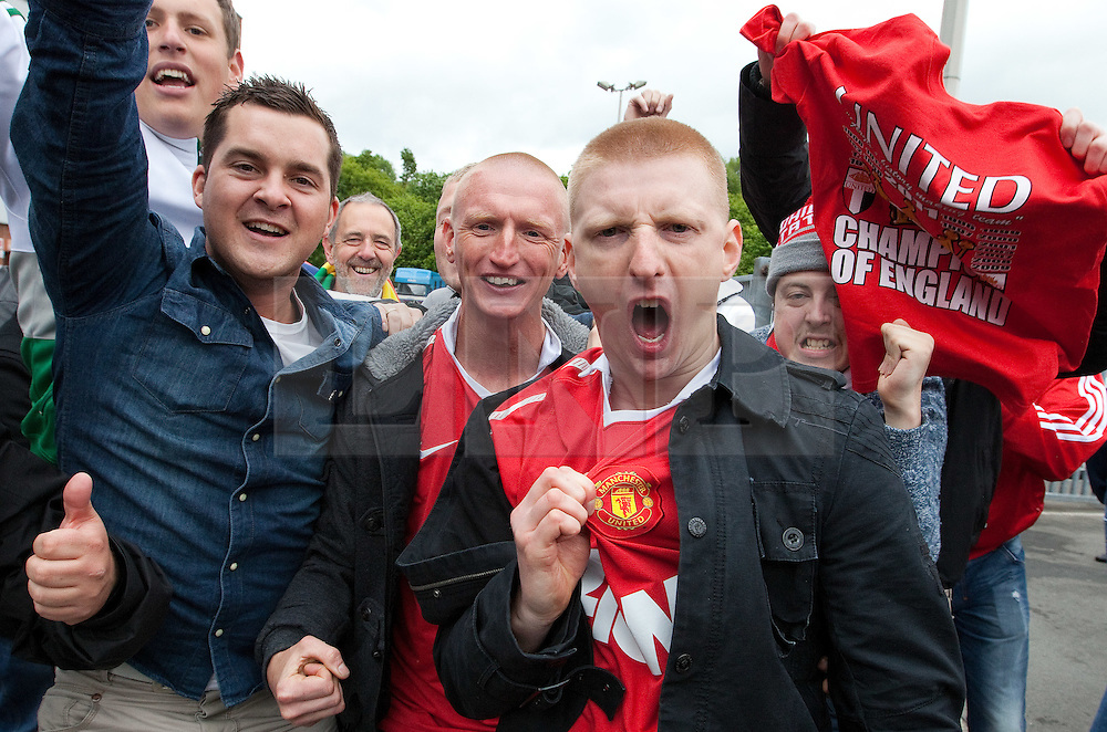 © licensed to London News Pictures. Blackburn, UK 14/05/2011. Jubilant Manchester United fans celebrate winning the Premiership for the 19th time, after drawing their match against Blackburn. Please see special instructions for usage rates. Photo credit should read Joel Goodman/LNP