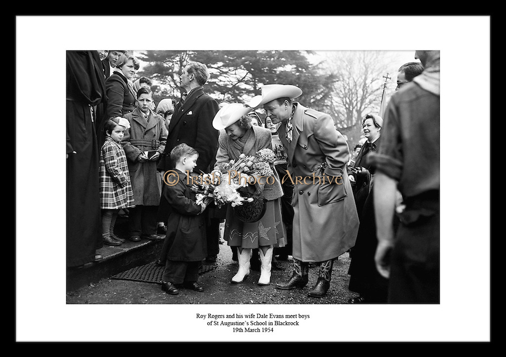 Sie finden viele einzigartige keltische Bilder in unserem Archiv. Waehlen Sie Ihr lieblings Foto aus tausenden von alten irischen Fotografien, erhaeltlich im Irish Phto Archive. Sie finden besondere Bilder von Roy Rogers unter irishphotoarchive.ie.