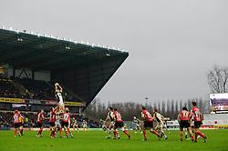 Harlequins Number 8 (#8) Nick Easter wins a lineout during the first half of the match - Photo mandatory by-line: Rogan Thomson/JMP - Tel: Mobile: 07966 386802 06/01/2013 - SPORT - RUGBY - Kassam Stadium - Oxford. London Welsh v Harlequins - Aviva Premiership.