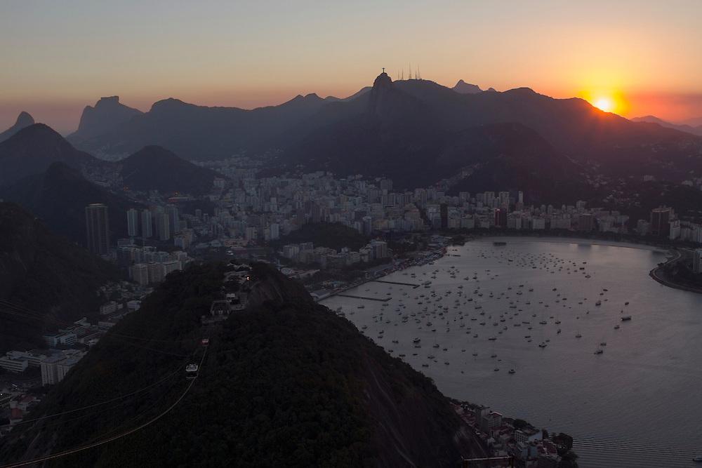 Sunset ofver R&iacute;o de Janeiro seen from<br /> Pan de Azucar (Brazil)