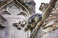 Le lion de St Luc<br />La chapelle de Bethl&eacute;em est une chapelle vou&eacute;e au culte catholique romain, situ&eacute;e &agrave; St Jean de Boiseau, en Loire-Atlantique.<br /> Le monument est construit au XVe&nbsp;si&egrave;cle, mais c&lsquo;est sa r&eacute;novation en 1995 qui le fait passer &agrave; la post&eacute;rit&eacute;.  Restaur&eacute;e par le sculpteur Jean-Louis Boistel,qui reprend  les codes de la&nbsp;mythologie, du&nbsp;christianisme et de l'&eacute;poque contemporaine, la chapelle se pare de sculptures pour le moins surprenantes :  gremlins, aliens et m&ecirc;me Goldorak.<br /> L&rsquo;origine sacr&eacute;e du lieu vient de la pr&eacute;sence d&lsquo;une source, aupr&egrave;s de laquelle, initialement, le&nbsp;druidisme&nbsp;cr&eacute;e une c&eacute;r&eacute;monie &agrave;&nbsp;Beltane, afin de c&eacute;l&eacute;brer la f&eacute;condit&eacute;. <br /> Les chim&egrave;res sont les suivantes&nbsp;:<br /> - pinacle&nbsp;nord-ouest, dit de l&lsquo;&acirc;me &laquo;&nbsp;l&lsquo;Homme&nbsp;&raquo;:<br /> &bull;un&nbsp;sanglier&nbsp;(traque du spirituel)<br /> &bull;un&nbsp;centaure&nbsp;(conflits entre instinct et raison)<br /> &bull;Sainte Anne&nbsp;a l&lsquo;ancre (fermet&eacute;, solidit&eacute;, tranquillit&eacute;, fid&eacute;lit&eacute;)<br /> &bull;Adam&nbsp;<br /> - l&rsquo;archivolte, pr&eacute;sentant l&rsquo;arbre de vie<br /> - pinacle&nbsp;ouest, dit de l&lsquo;&acirc;me &laquo;&nbsp;la Femme&nbsp;&raquo;:<br /> &bull;&Egrave;ve<br /> &bull;une&nbsp;triade&nbsp;(Alma,&nbsp;Dahud&nbsp;et&nbsp;Malgwen)<br /> &bull;une&nbsp;sir&egrave;ne&nbsp;(luxure)<br /> &bull;un&nbsp;serpent&nbsp;(le fantasme et le myst&egrave;re)&nbsp;<br /> - pinacle&nbsp;sud-ouest, dit de l&lsquo;inconscient<br /> &bull;Goldorak&nbsp;(droiture, chevalier des temps modernes)<br /> &bull;un&nbsp;Gremlin&nbsp;(mauvais monstre de l&lsquo;homme)<br /> &bull;Gizmo&nbsp;(bon monstre qu&lsquo;est l&lsquo;homme)<br /> &bull;l&lsquo;ironie&nbsp;(arrogance de l&lsquo;homme)&nb