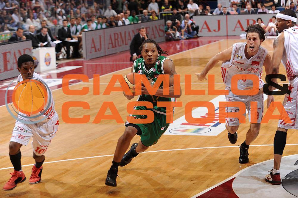 DESCRIZIONE : Milano Lega A 2009-10 Playoff Finale Gara 3 Armani Jeans Milano Montepaschi Siena<br /> GIOCATORE : David Hawkins<br /> SQUADRA : Montepaschi Siena<br /> EVENTO : Campionato Lega A 2009-2010 <br /> GARA : Armani Jeans Milano Montepaschi Siena<br /> DATA : 17/06/2010<br /> CATEGORIA : palleggio penetrazione<br /> SPORT : Pallacanestro <br /> AUTORE : Agenzia Ciamillo-Castoria/A.Dealberto<br /> Galleria : Lega Basket A 2009-2010 <br /> Fotonotizia : Milano Lega A 2009-10 Playoff Finale Gara 3 Armani Jeans Milano Montepaschi Siena<br /> Predefinita :