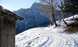 THEMENBILD - Winter Wanderung von Lienz zum Reiter Kirchl welches sich ueber Leisach auf 1130 m Seehoehe befindet, das Bild wurde am 25. Dezember 2011 aufgebommen, im Bild Scheune neben Feldweg mit Spitzkofel in den Lienzer Dolomiten, AUT, EXPA Pictures © 2011, PhotoCredit: EXPA/ M. Gruber