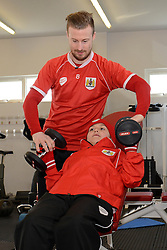 Connor and Bristol City's Wade Elliott work out in the gym - Photo mandatory by-line: Dougie Allward/JMP - Mobile: 07966 386802 - 01/04/2015 - SPORT - Football - Bristol - Bristol City Training Ground - HR Owen and SAM FM - Live like a footballer for a day