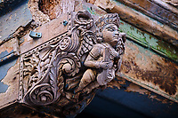 Inde, Etat de Gujarat, Ahmedabad, classé Patrimoine Mondial de l'UNESCO, vielle ville, quartier des 600 pol avec cour commune, détail d'une haveli // India, Gujarat, Ahmedabad, Unesco World Heritage city, old city with wooden house, detail