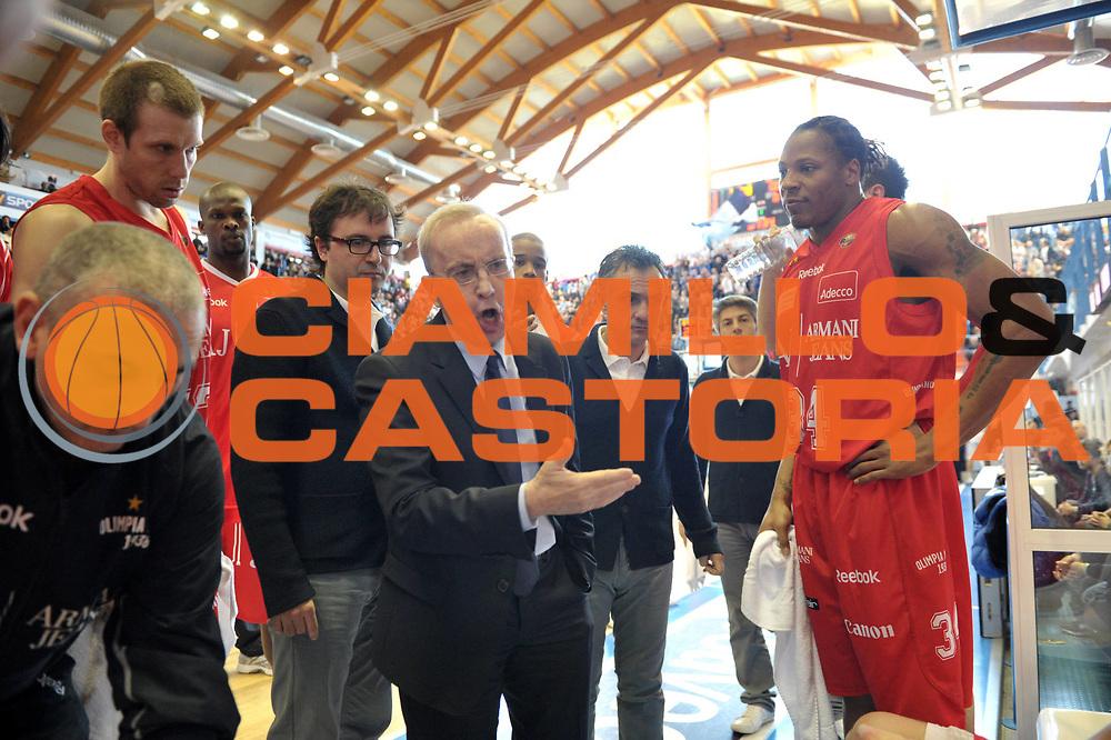 DESCRIZIONE : Brindisi  Lega A 2010-11 Enel Brindisi Armani Jeans Milano<br /> GIOCATORE : Dan Peterson <br /> SQUADRA : Armani Jeans Milano<br /> EVENTO : Campionato Lega A 2010-2011<br /> GARA : Enel Brindisi Armani Jeans Milano<br /> DATA : 20/02/2011<br /> CATEGORIA : time out   <br /> SPORT : Pallacanestro<br /> AUTORE : Agenzia Ciamillo-Castoria/D.Tasco<br /> Galleria : Lega Basket A 2010-2011<br /> Fotonotizia : Brindisi Lega A 2010-11 Enel Brindisi Armani Jeans Milano<br /> Predefinita :