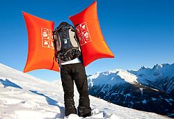 THEMENBILD - Verschuettetensuche nach Lawinenabgang. Hier im Bild der Leiter des AKZ Mag. Martin Rainer bei Vorführung des ABS Lawinen Airbag. Archivbild vom 10.01.2009 anlässlich einer Alpinen Sicherheitsschulung 'Umgang mit LVS-Geraet, Sonde und Schaufel' veranstaltet vom Alpinkompetenzzentrum Osttirol (AKZ), im Grossglockner Resort Kals, Osttirol. EXPA Pictures © 2012, PhotoCredit: EXPA/ J. Groder