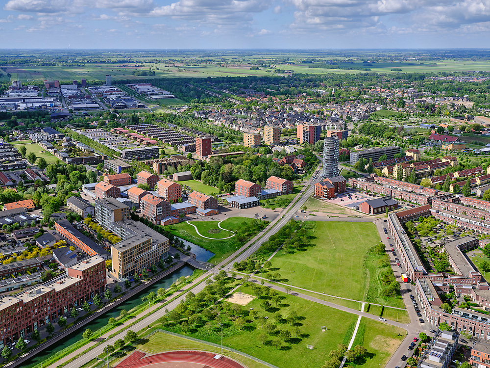 Nederland, Utrecht, Utrecht; 14–05-2020; stadsdeel Leidsche Rijn, Parkwijk / Hoge Weide. Amaliapark, Busbaan Parkwijk richting De Meern.<br /> Leidsche Rijn district.<br /> <br /> luchtfoto (toeslag op standaard tarieven);<br /> aerial photo (additional fee required)<br /> copyright © 2020 foto/photo Siebe Swart