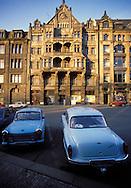 GDR, German Democratic Republic, Leipzig, houses at the Thomas church, Trabant and Wartburg car....DDR, Deutsche Demokratische Republik, Leipzig, Haeuser an der Thomaskirche, Trabi und Wartburg...Januar/January 1990