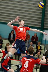 20181124 NED: Volleyball Top League ZVH - VCV: Zevenhuizen<br />Benjamin Parkinson (10) of CAS CRM ZVH<br />©2018-FotoHoogendoorn.nl / Pim Waslander