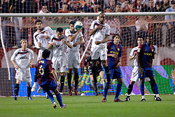 03-03-2007 VOETBAL: SEVILLA FC - BARCELONA: SEVILLA  <br /> Sevilla wint de topper met Barcelona met 2-1 / Vrije trap van Xavi ging over de muur met Poulsen, Marti, Kanoute, Eto O en Navas<br /> &copy;2006-WWW.FOTOHOOGENDOORN.NL