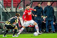 ALKMAAR - 06-02-2016, AZ - Vitesse, AFAS Stadion, 1-0, Vitesse speler Kosuke Ota, AZ speler Alireza Jahanbakhsh, AZ trainer John van den Brom
