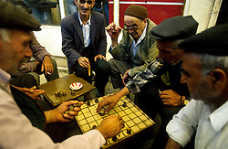 TURKEY DIYARBAKIR JUL02 - Kurdish men play a round of chess and drink the habitual Caj inside a Diyarbakir bazaar...jre/Photo by Jiri Rezac..© Jiri Rezac 2002..Contact: +44 (0) 7050 110 417.Mobile:  +44 (0) 7801 337 683.Office:  +44 (0) 20 8968 9635..Email:   jiri@jirirezac.com.Web:     www.jirirezac.com