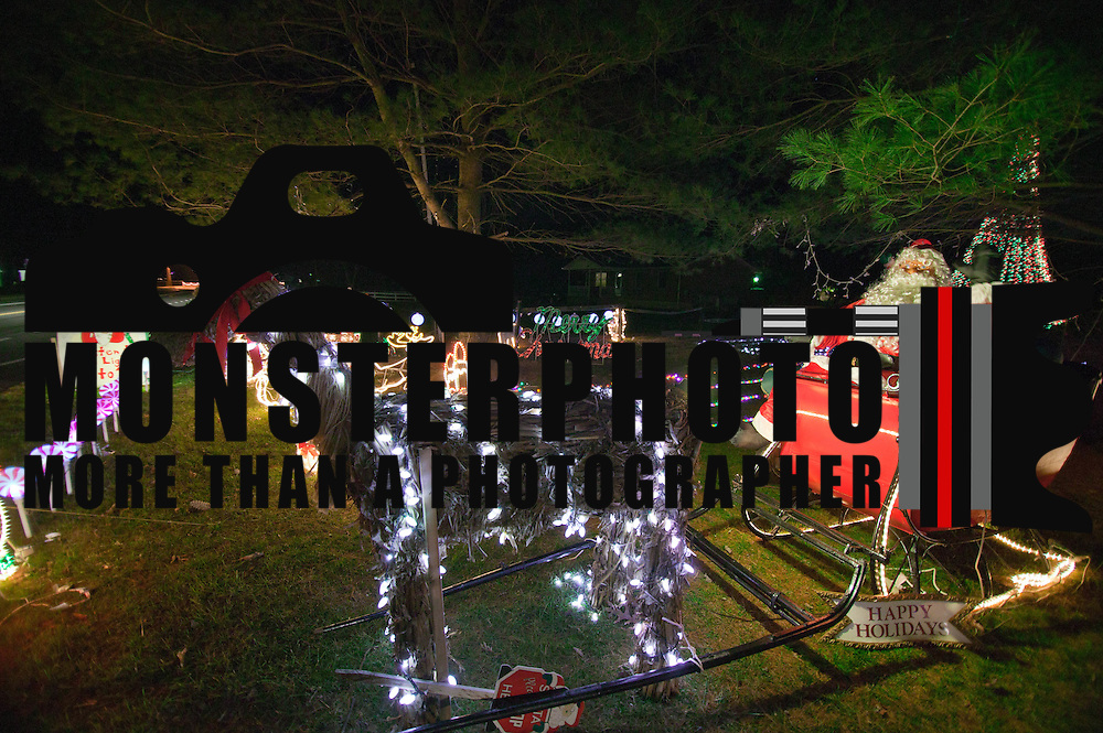 12/09/10 Townsend DE: Christmas Lights display at Bob Hairgrove's home in Townsend Delaware...Special to The News Journal/SAQUAN STIMPSON