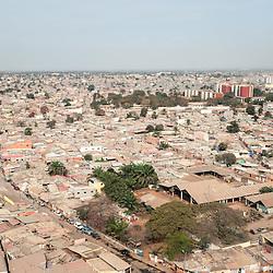 Vista aérea da cidade Luanda, capital de Angola. Bairros Rangel e Marcal. Ao fundo a direita - o hospital Américo Boavida