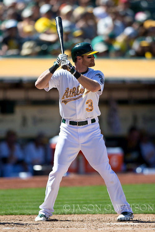 OAKLAND, CA - MAY 26:  Craig Gentry #3 of the Oakland Athletics at bat against the Detroit Tigers during the eighth inning at O.co Coliseum on May 26, 2014 in Oakland, California. The Oakland Athletics defeated the Detroit Tigers 10-0.  (Photo by Jason O. Watson/Getty Images) *** Local Caption *** Craig Gentry