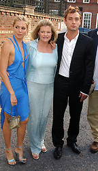 SIENNA MILLER with her mother and JUDE LAW and  at Sir David & Lady Carina Frost's annual summer party held in Carlyle Square, London on 6th July 2004.
