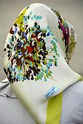 Turkije, Istanbul, 4-6-2011Straatbeeld. Jonge vrouw met hoofddoek ontwerp van Pierre Cardin, bekend modeontwerper te Parijs..Foto: Flip Franssen