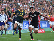 JOHANNESBURG, South Africa, 04 October 2014 : Cornal Hendricks of the Springboks competes with Malakai Fekitoa of the All Blacks for the ball during the Castle Lager Rugby Championship test match between SOUTH AFRICA and NEW ZEALAND at ELLIS PARK in Johannesburg, South Africa on 04 October 2014. <br /> The Springboks won 27-25 but the All Blacks successfully defended the 2014 Championship trophy.<br /> <br /> © Anton de Villiers / SASPA