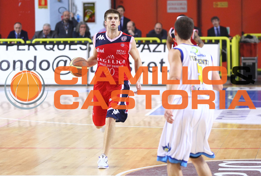 DESCRIZIONE : Cremona Lega A 2010-2011 Vanoli Braga Cremona Angelico Biella<br />GIOCATORE : Jeff Viggiano<br />SQUADRA : Angelico Biella<br />EVENTO : Campionato Lega A 2010-2011<br />GARA : Vanoli Braga Cremona Angelico Biella<br />DATA : 27/02/2011<br />CATEGORIA : Palleggio<br />SPORT : Pallacanestro<br />AUTORE : Agenzia Ciamillo-Castoria/F.Zovadelli<br />GALLERIA : Lega Basket A 2010-2011<br />FOTONOTIZIA : Cremona Campionato Italiano Lega A 2010-11 Vanoli Braga Cremona Angelico Biella<br />PREDEFINITA :