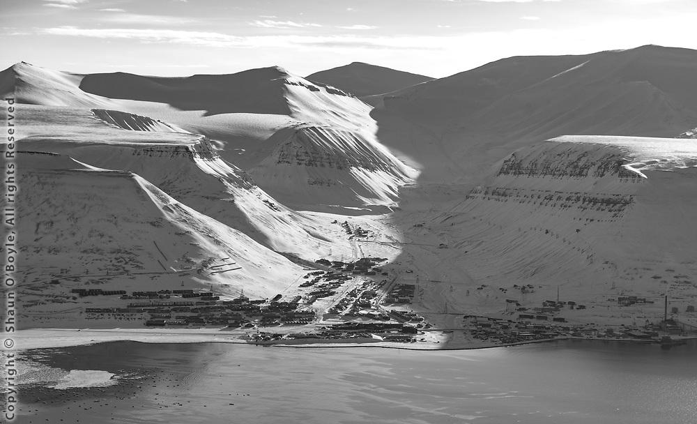 Longyearbyen from Hiorthamn