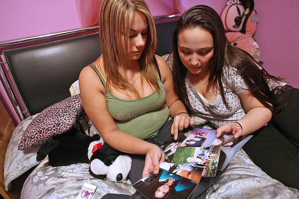 (041508  Southbridge, MA) Schaniece Rodriguez, 18, left, and Shannon Boulos, 19, friends of Chelsea Frazier, talk about good times with Chelsea, Tuesday,  April 15, 2008.  Staff photo by Angela Rowlings.