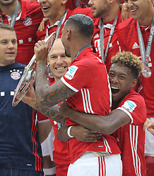 14.05.2016, Allianz Arena, Muenchen, GER, 1. FBL, FC Bayern Muenchen vs Hannover 96, 34. Runde, im Bild David Alaba umarmt Jerome Boateng // during the German Bundesliga 34th round match between FC Bayern Munich and Hannover 96 at the Allianz Arena in Muenchen, Germany on 2016/05/14. EXPA Pictures © 2016, PhotoCredit: EXPA/ SM<br /> <br /> *****ATTENTION - OUT of GER*****