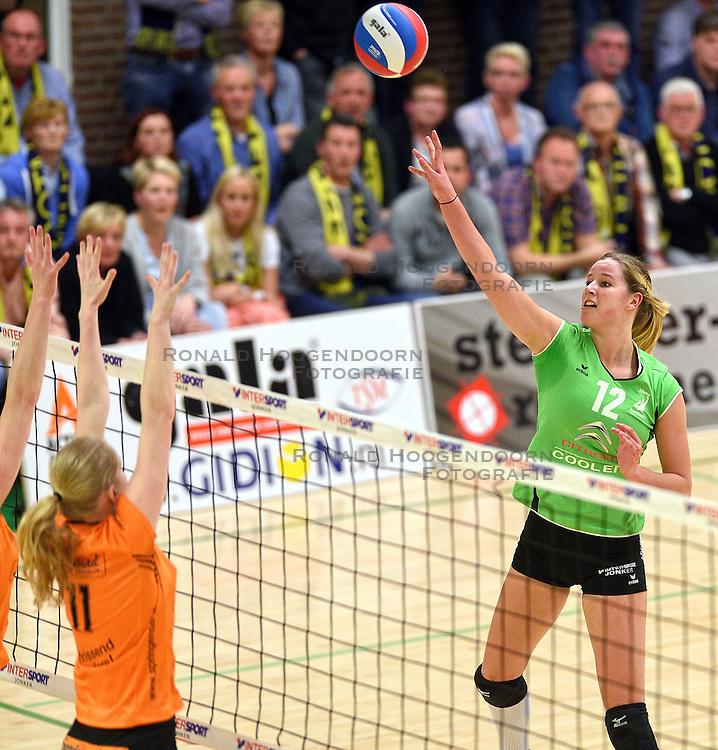 09-04-2016 NED: Coolen Alterno - Springendal Set Up 65, Apeldoorn<br /> Set Up wint met 3-2 en dat blijkt genoeg om zich te plaatsen voor de finale. / Joelle Vile