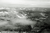 Flyfoto av snødekte fjell i Sunnmørsalpene.<br /> Foto: Svein Ove Ekornesvåg
