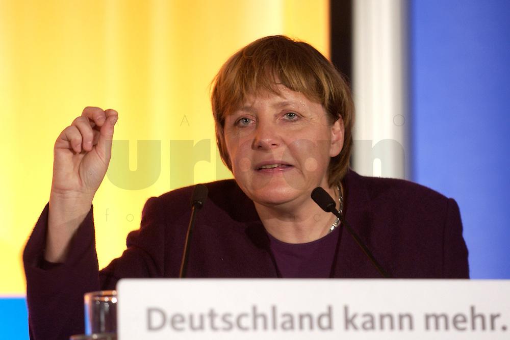 25 FEB 2004, DEMMIN/GERMANY:<br /> Angela Merkel, CDU Bundesvorsitzende, haelt eine Rede, Politischer Aschermittwoch der CDU Mecklenburg-Vorpommern, Tennis- und Squash Center Demmin<br /> IMAGE: 20040225-02-044<br /> KEYWORDS: speech