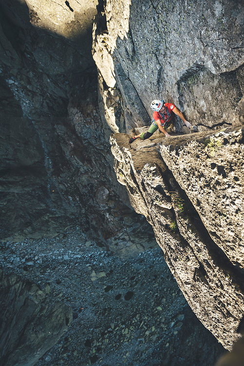 Climber climbing on a mulpitches crack in Galayos, Spain Climber leading a multipitches granite crack route in Los Galayos, Spain
