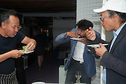 TOMAS VU-DANIEL;; Siddhartha Mukherjee;  RIRKRIT TIRAVANIJA<br /> , Bloomberg Venice Conversations, Siddhartha Mukherjee, Rirkrit Tiravanija and Tomas Vu Daniel cook lunch for Sarah Sze. Palazzo Peckham. Venice. Venice Bienalle. 31 May 2013